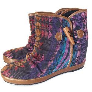 Aldo Ankle Boots Hidden Wedge Aztec Print Size 9